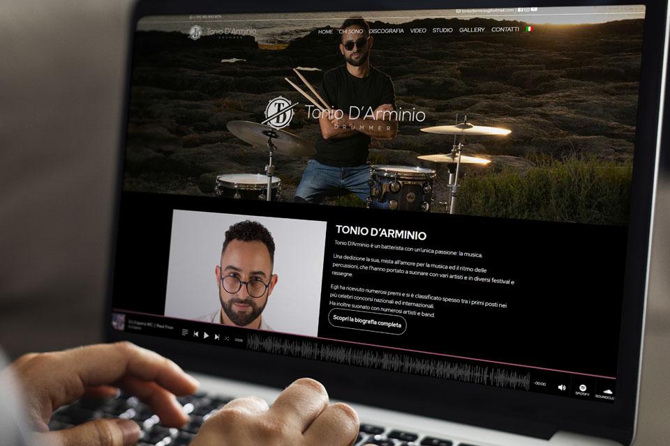 Tonio D'Arminio - Italy Swag  agenzia web, grafica e social a Bari